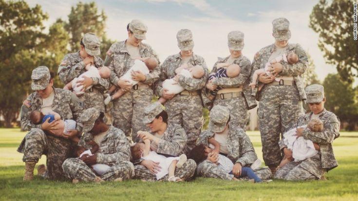 La fotógrafa Tara Ruby ofreció donar las fotos para una sala de maternidad en el Fuerte Bliss y soldados mujeres se ofrecieron como voluntarias para posar amamantando a sus bebés