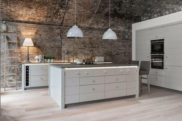 suspension-industrielle-cuisine-blanche-moderne.jpg (600×400)