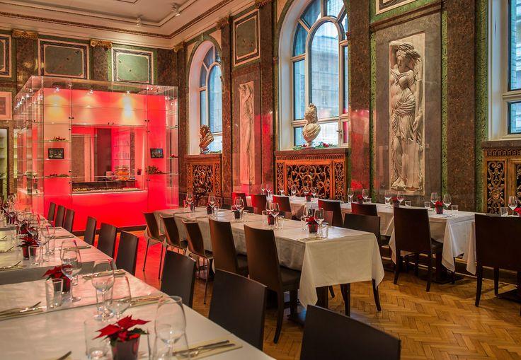 Nasjonalgalleriets innbydande kafé, Den franske sal, vart teikna av Arnstein Arneberg i 1924 og komplettert med interiør designa av Kristin Jarmund Arkitekter