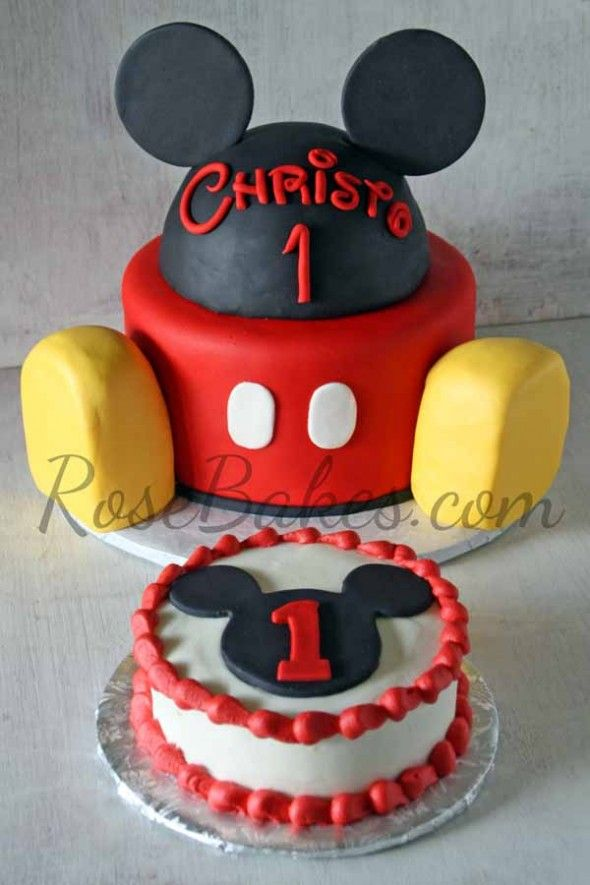 Love this idea for Adrian's First B-Day! Mickey Mouse Cake and Smash Cake