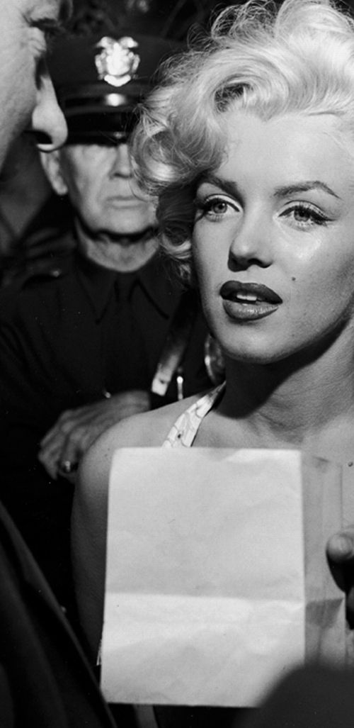 marilyn monroeHollywood Beautiful, Marilyn Monroe, Chinese Theater, Classic Beautiful, Marliyn Monroe, Fabulous People, Norma Jeans, Beautiful People, Hollywood California