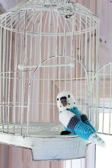 Crocheted Budgie Amigurumi - FREE Crochet Pattern and Tutorial.