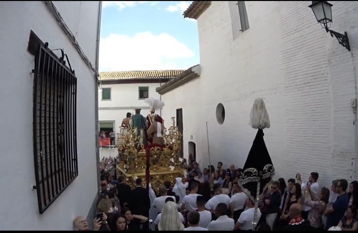El cristo del Perdón de Granada en la plaza de San Jose. Bajo los sones de la banda Jesus despojado de Granada