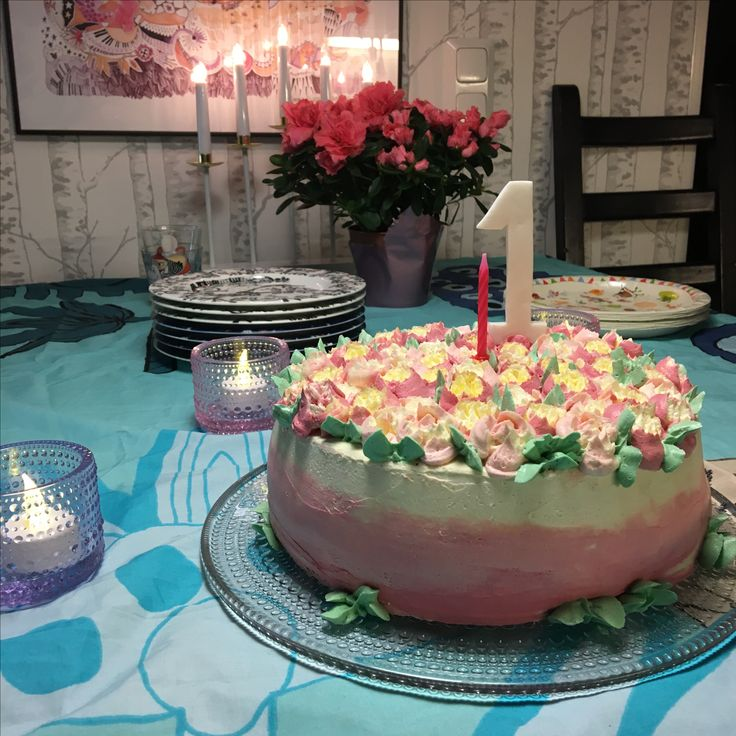Love at first sight: My goddaughter (who is now one!), russian tips and dairy free meringue buttercream  #russiantip #buttercream #cake #1st #one