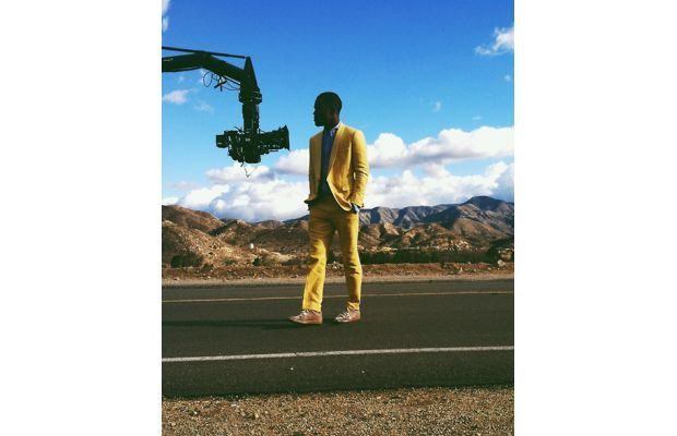 """Frank Ocean Rocks a Yellow Suit and Margiela Sneakers On the Set of """"Forrest Gump"""""""