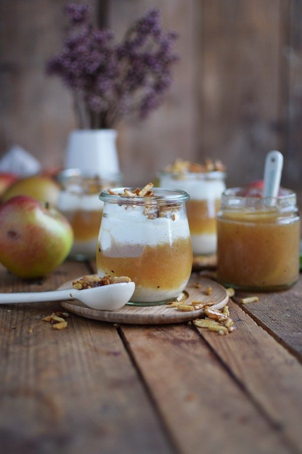 Apfelmus mit Zimtcreme und Karamellmandeln