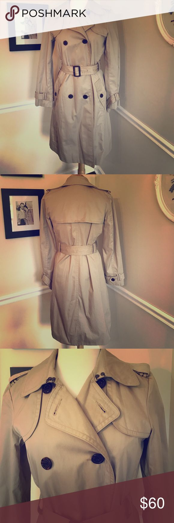 Banana Republic Classic Trench Coat Pre loved but in excellent condition! Banana Republic Classic Trench coat. Cute, classic and timeless style! Perfect addition for your closet! 💕Bundle and save💕 Rain coat. Fall. Career wear. Work Banana Republic Jackets & Coats Trench Coats
