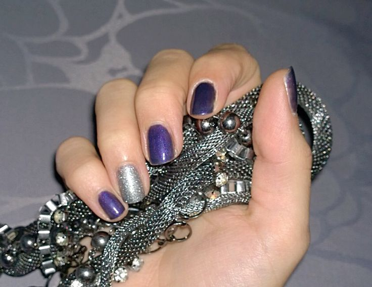 Purple Gel polish by #sensationail . Purple Orchid, Disco Fever and a littlebit of silver glitter for bling bling. ;)   Violetti Geelilakkaus aksenttikynnellä. :)