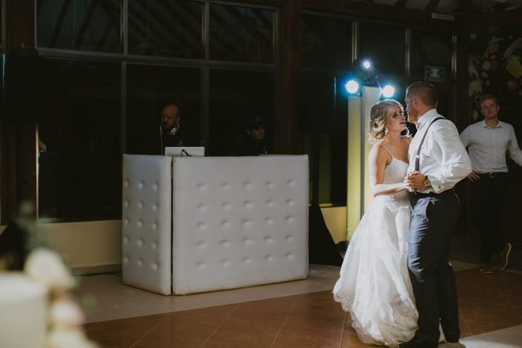 Have you heard of DJ Mannia? The ultimate music mixers in Riviera Maya, Mexico were keeping the music alive at this wedding in Mexico. (@funjetweddings)