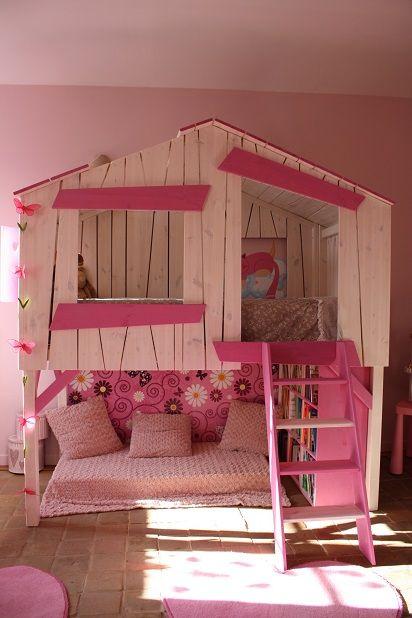 Un lit cabane rose pour les filles
