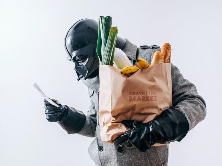 霸氣的 Darth Vader 竟然患感冒、買菜、刷牙、砌模型 …