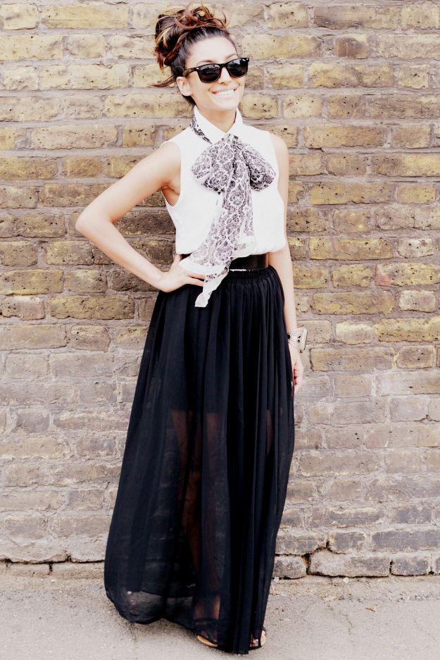 blusa blanca y falda negra larga.