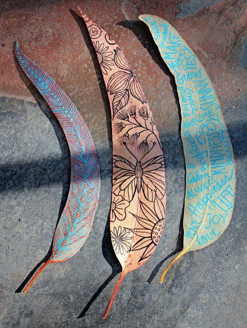 Hojas secas dibujadas, también se puede hacer con vainas de semillas