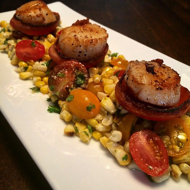Another beautiful sunny day! ☀️Fresh Canadian east coast scallops on bacon rounds with fire-roasted corn & tomato salad.  #delicious #fresh #healthyfood #flavour @zimmysnook