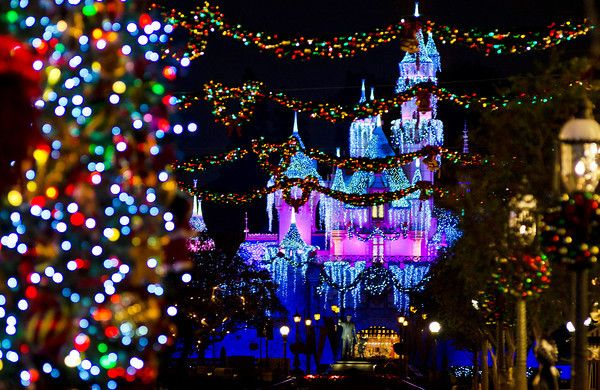 Heading to Disneyland this Holiday Season?! If so, Check Out Our Ultimate 2013 Disneyland Christmas Guide!