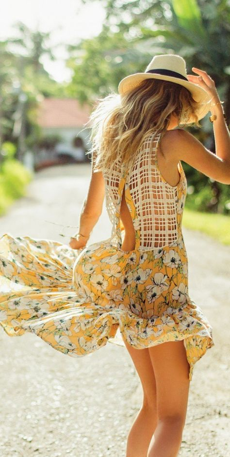 The O'Neill Judy Dress is pure sunshine with an all over sunny floral print and amazing lattice back detail . The relaxed fit makes this dress great for layering or throwing on as a beach coverup.