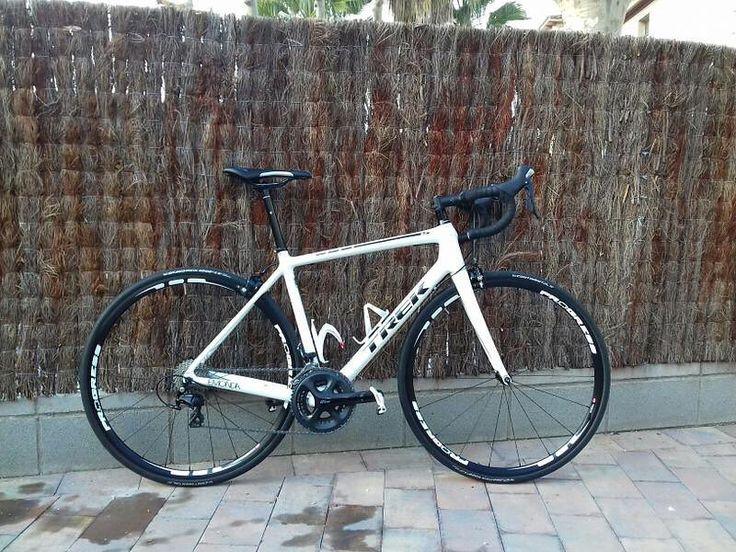 Compra esta Carbono OCLV de Trek con Shimano 105 uno de los montajes más populares de Shimano por 950 #bkie #bkieapp #ciclismo #bicycle #cycling #cyclingexperience #bicicleta #lifestyle #bikeride #carretera #roadbike #trek #emonda