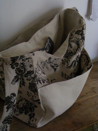 besace - avec tutoriel source : http://angelmelie.canalblog.com/archives/2010/03/29/17405612.html