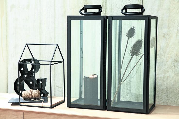 Accesorii metalice de culoare neagră, pentru un decor industrial.