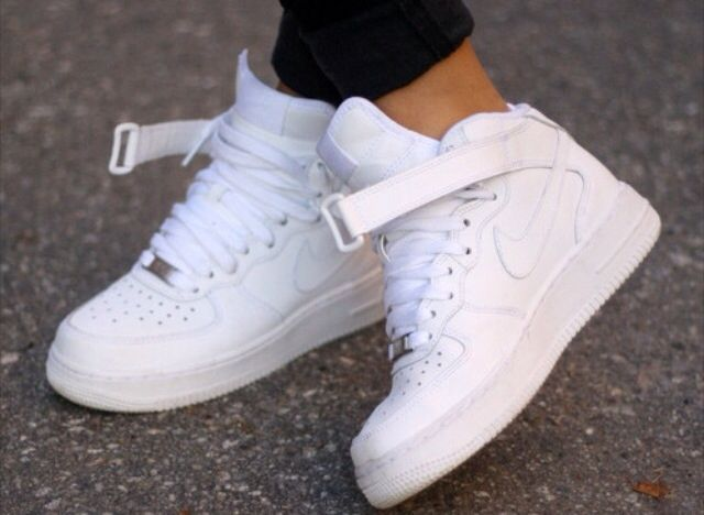 Love Nike hightops with the strap