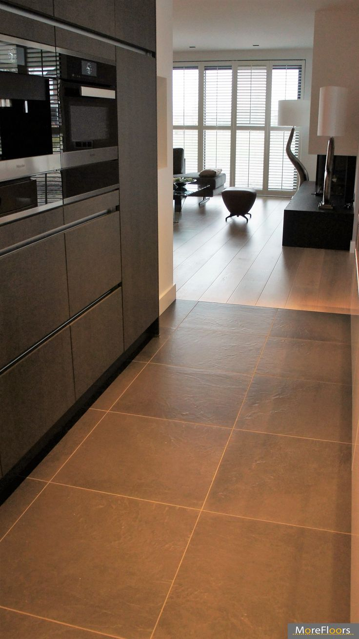 MoreFloors vloeren Breda - Europees eiken vloer machinaal geolied 22 cm breed white wash overgang tegels hout keuken