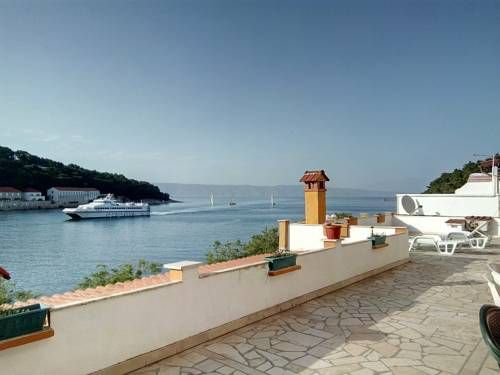 Apartments Peronja Jelsa Seafront Jelsa Offering a sun terrace and views of the sea, Apartments Peronja Jelsa Seafront is located in Jelsa in the Hvar Island Region, 44 km from Split. Makarska is 30 km from the property. Free WiFi is featured .