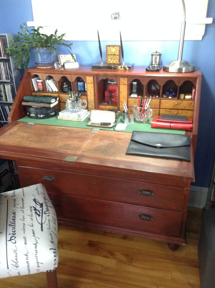 My great grandmother's pigeon-hole desk (circa 1850s ?) before renovation - green vinyl writing surface, orange-red wood stain ... Dec 2015