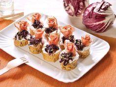 Sfizioso antipasto da preparare con il radicchio - Ricetta Antipasto : Crostini con radicchio caramellato e speck da Red_alessia_red