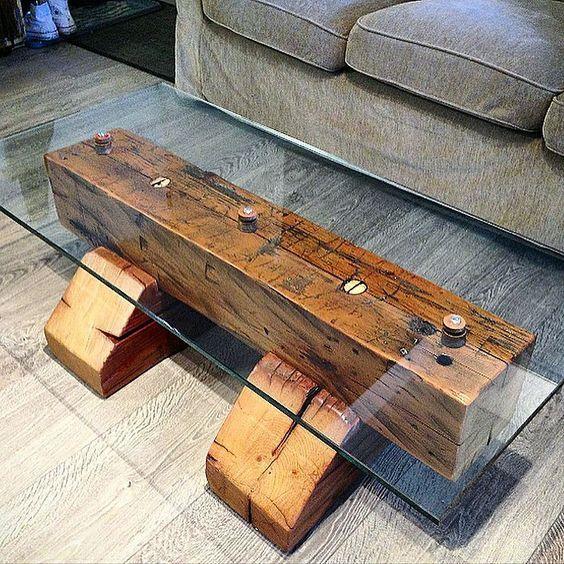 Glas und Holz lassen sich sehr gut in einem Wohnzimmertisch kombinieren