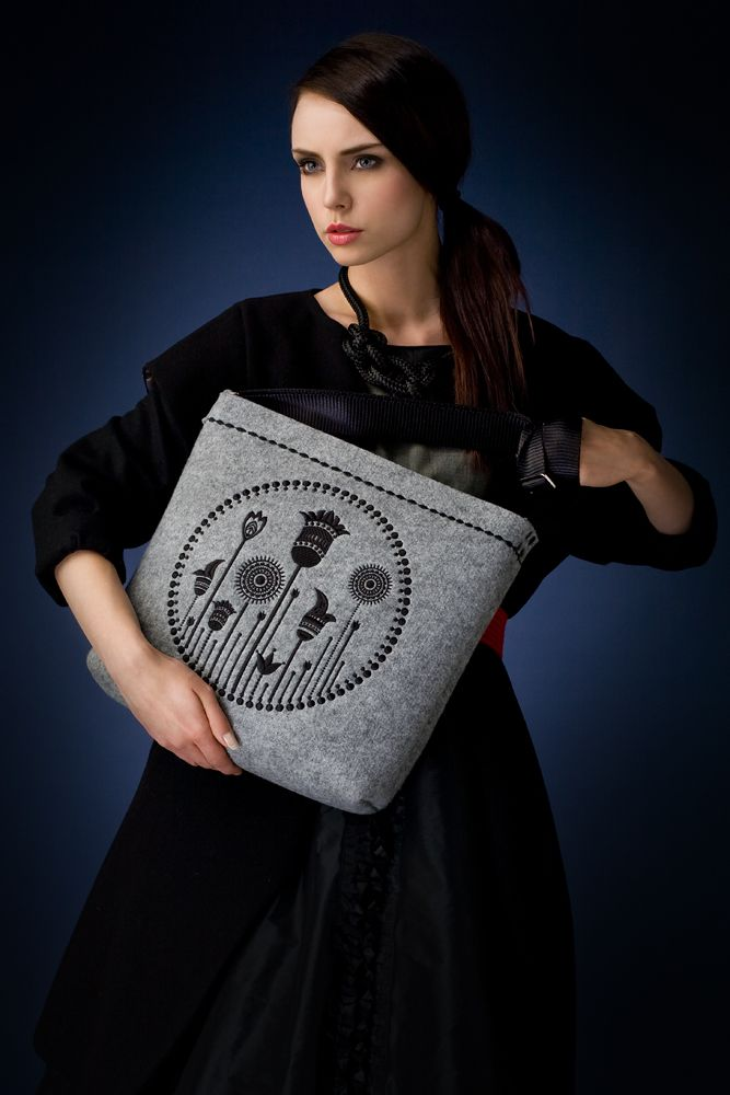 http://goshico.com/en/felt-bag-with-embroidery-and-the-adjusted-belt.html PRICE: 75.16 €