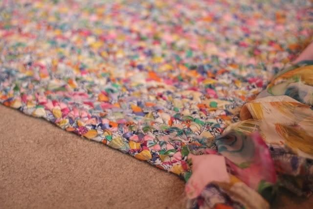 die besten 25 geflochtener teppich tutorial ideen auf pinterest geflochtener teppich t shirt. Black Bedroom Furniture Sets. Home Design Ideas