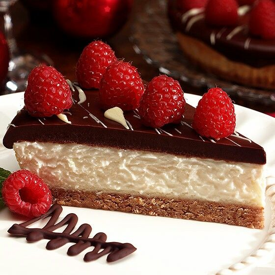 Chocolate and raspberry cheesecake | Cheesecake's Factory | Pinterest