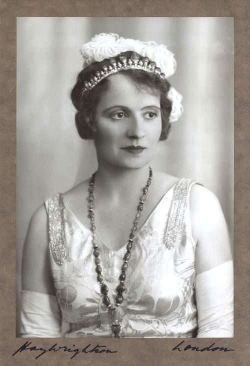 Princess Andrée, Aga Khan III's third wife, wearing her tiara with emerald sapphire and emerald blade (1930)
