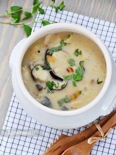 Gęsta, pachnąca i syta zupa grzybowa. Polecam ugotować ją na kwaśno, lub z dodatkiem słodkiej śmietanki, dzięki której zupa jest jeszcze bardziej kremowa.