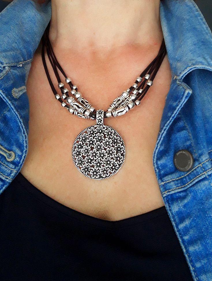 Damen Geschenk Kurze Halskette mit Medaillon Boho Damen Halskette Leder Kreis Anhänger Böhmisches Medaillon romantische Geschenke für Sie
