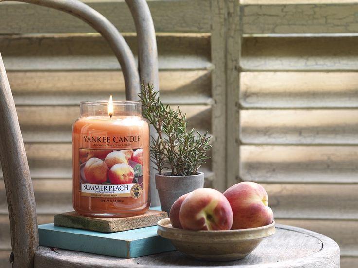 Summer Peach -  Doften av solmogna persikor direkt från trädet.  Ingår i sommarens nya doftserie Riviera Escape. #YankeeCandle #SummerPeach #Summer2016 #Sommar2016