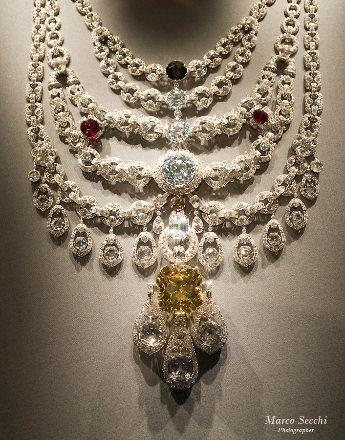 THE PATIALA NECKLACE - One of the grandest pieces ever made by Cartier was the Patiala necklace. In 1926, Cartier received a trunk full of precious stones and jewelery belonging to Maharaja Bhupinder Singh of Patiala, who wanted his stones remounted in Parisian style. What was born is now famous the world over: The Patiala necklace, comprising 5 magnificent platinum chains, a cascade of 7 large diamonds, the celebrated yellow De Beers diamond, a tobacco-colored diamond and 2 rubies.
