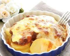 Gratin dauphinois au micro-ondes : http://www.cuisineaz.com/recettes/gratin-dauphinois-au-micro-ondes-83958.aspx