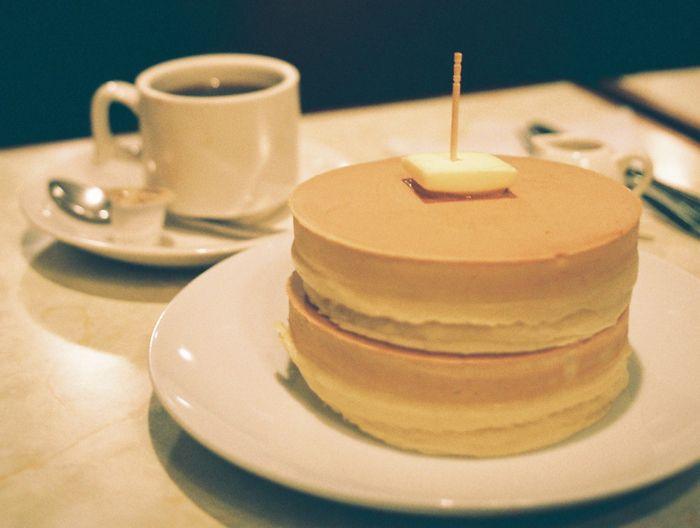 創業50年、錦糸町「喫茶ニット」のやさしくてふっかふかなホットケーキ | ROOMIE(ルーミー)