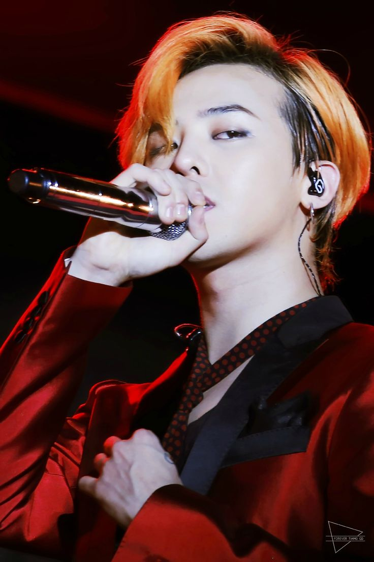 G-Dragon looking super hot in that red suit...