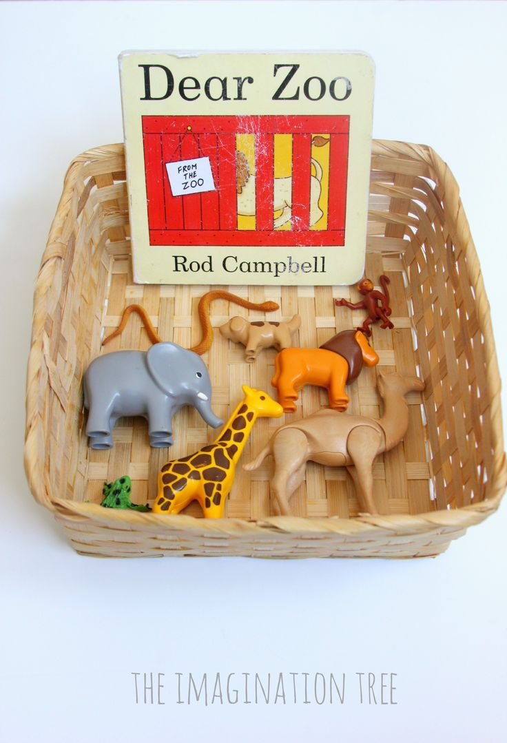 Make a toddler storytelling basket for the popular story Dear Zoo, by Rod Campbell, for meaningful story telling and interaction through play.