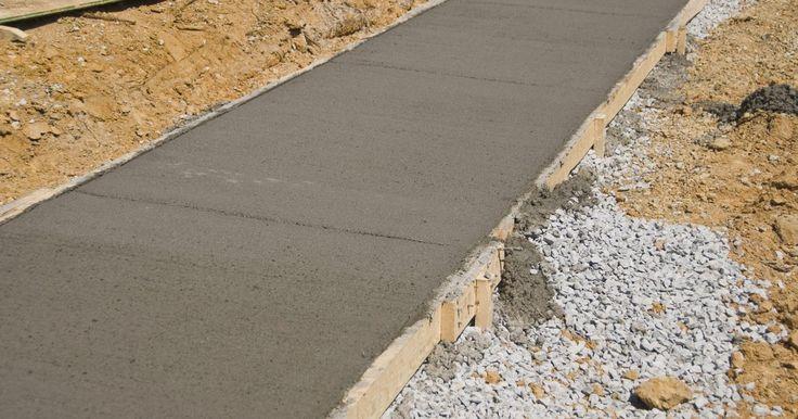 Como calcular quanto pesa concreto endurecido. O peso de um bloco de concreto pode variar muito dependendo do tipo usado e dos compostos incluídos na mistura. No entanto, existe uma forma fácil de determinar o peso de uma chapa ou parede de concreto usando uma escala reduzida e uma equação matemática.