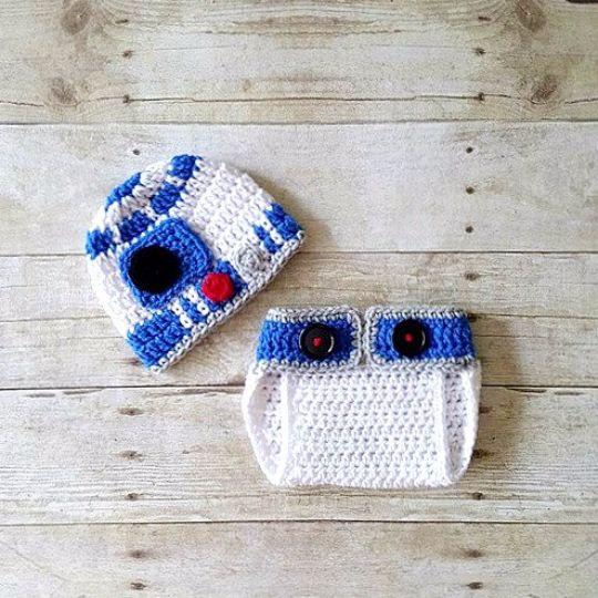 Crochet Baby R2D2 Hat Diaper Set  #crochetbabyr2d2 #crochetbabyr2d2hatdiapercover #crochetr2d2hat #starwars #handmade