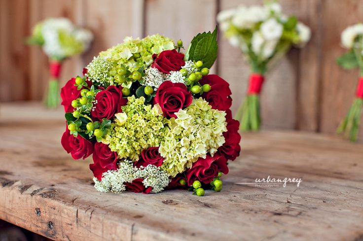 red+and+white+wedding+bouquets | outside red and white wedding theme pictures
