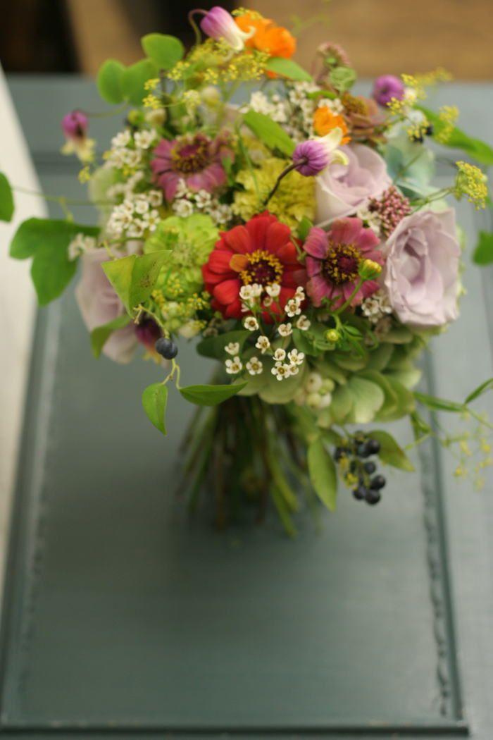 9月は、秋の草花のブーケ コスモスと実ものと秋の草花のクラッチブーケ 2010