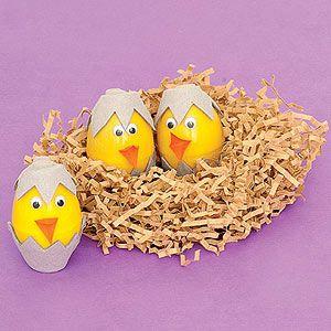 Turn yellow plastic eggs into cheery chicks!Plastic Eggs, Cardboard Eggs, Chicks Easter, Cheery Chicks, Egg Decorating, Easter Eggs, Decor Easter, Eggs Cartons, Eggs Ideas
