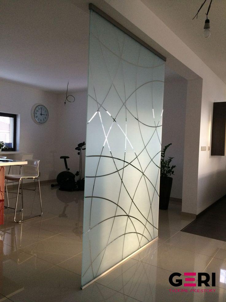 Sklenená stena pevná fixná stredne husté vzorové pieskovanie, Trnava
