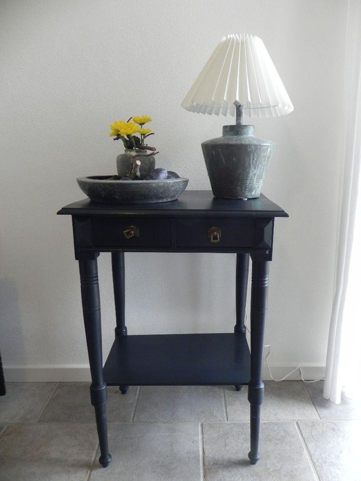 Bord efter renovering - malet i farven Black velvet tilført klar voks Britta Hellesøe www.kalkmaling.dk