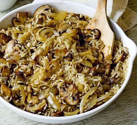 Веганский грибной плов по-ирански.  Смесь специй, традиционно используемых в иранской кулинарии, придает этому простому блюду неповторимый аромат и вкус, который приобретает особенную оригинальность в сочетании с грибами.