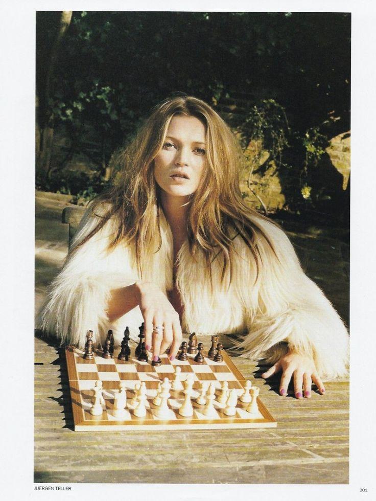 Jurgen Teller - British Vogue, Make Up Lisa Butler, Fashion Editors Anita Pallenberg & Bay Garnett, Model Kate Moss - May 2003 - 8